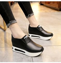 Casual Slip On Height Schuhe - Women Shoes Slip On Boots, Shoe Boots, Women's Shoes, Shoes Sneakers, Ugg Boots, Sneakers Fashion, Fashion Shoes, Tenis Casual, Casual Boots