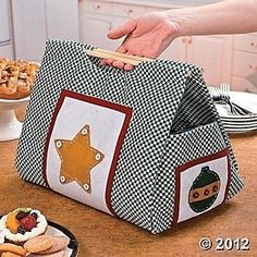 Sewing Hacks, Sewing Crafts, Sewing Projects, Sewing Tips, Easy Projects, Diy Crafts, Christmas Casserole, Casserole Carrier, Embroidered Gifts
