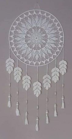 Doily Dream Catchers, Dream Catcher Decor, Dream Catcher Boho, Crochet Dreamcatcher Pattern, Crochet Mandala Pattern, Crochet Patterns, Crochet Dollies, Crochet Lace, Diy Dream Catcher Tutorial