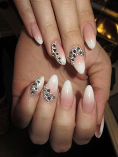 Nail Art PINK AND WHITE FADE