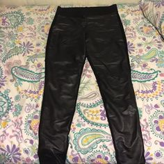"Rock & Republic Leather Leggings!! Rock & Republic Leather Leggings! ✅In great condition, hardly worn! ➖size L ➖28 1/2"" inseam ➖leather front, fabric back (see tag in above photo)  chic and trendy, perfect for a night out with the girls! Rock & Republic Pants Leggings"
