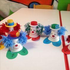 malý šašao Clown Crafts, Circus Crafts, Carnival Crafts, Cup Crafts, Kids Crafts, Diy And Crafts, Craft Projects, Arts And Crafts, Valentine Crafts For Kids