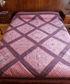 Silk Rose Quilt - It would probably take a long time to make, but what a beautiful project to make and be proud of.