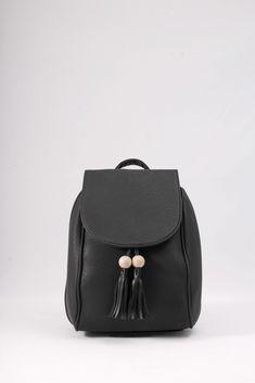 Σακίδιο με ξύλινες χάντρες. Κωδ. 117.042 Τηλ 2510 241726 Leather Backpack, Fashion Backpack, Backpacks, Bags, Handbags, Leather Backpacks, Backpack, Backpacker, Bag