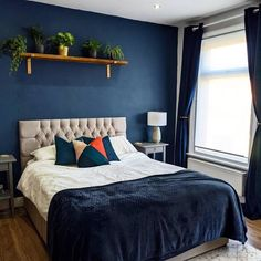 Dark Blue Rooms, Blue And Gold Bedroom, Navy Blue Bedrooms, Blue Master Bedroom, Blue Bedroom Decor, Room Ideas Bedroom, Home Bedroom, Wall Colors For Bedroom, Midnight Blue Bedroom