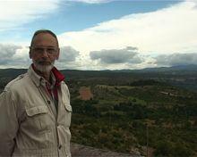 Claude REQUIRAND a travaillé pendant plus de quarante ans pour l'Education Nationale en France, au sein d'un laboratoire d'hydrologie, géologie et paléontologie à l'Université de Montpellier II. Il s'intéresse depuis longtemps à l'étude des dolmens de la région montpelliéraine.
