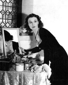 Vivien Leigh, backstage, 1930's