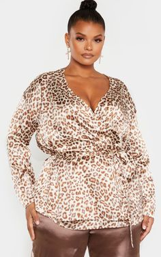 Plus Cream Leopard Print Tie Waist Blouse We're loving this blouse for any occasion doll. Featuring a cream leopard print fabric with a wrap f. Curvy Plus Size, Plus Size Jeans, Plus Size Blouses, Plus Size Women, Fat Fashion, Thick Girl Fashion, Fashion Outfits, Fashion Trends, Plus Size Clothing Uk
