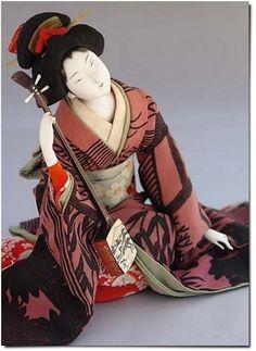 tsmskimonoyokubo:  TraditionalJapaneseDoll. Bijin with Shamisen. ca.1920s-30s - TSM