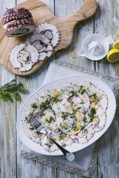 Carpaccio di polpo: Il #carpaccio di #polpo è l' #antipasto perfetto per cominciare a festeggiare tutti assieme, una bella tavola imbandita per conquistare gli ospiti!