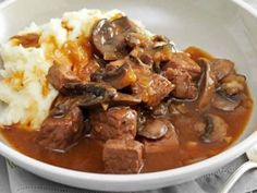 recipes for ground beef dinner tonight recipes for ground beef ; recipes for ground beef easy ; recipes for ground beef dinner tonight ; recipes for ground beef healthy ; recipes for ground beef quick meals ; recipes for ground beef and potatoes Cubed Beef Recipes, Ground Beef Recipes, Slow Cooker Recipes, Beef With Mushroom, Mushroom Recipes, Mushroom Food, Recipe Using Beef Cubes, Meatballs And Gravy, Ground Beef And Potatoes