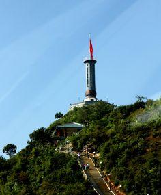 Mỗi dịp mùa thu về, cao nguyên Hà Giang lại rực hồng bởi sắc hoa tam giác mạch đơn sơ mà quyến rũ du khách đến lạ kỳ .