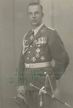 Generalleutnant Walter von HIPPEL  (27 May 1897 – 29 November 1972) captured in May 1945 by British troops and was held until May 1948. Knight's Cross of the Iron Cross on 29 July 1940 as Oberstleutnant and commander of Flak-Regiment 102 (mot.)