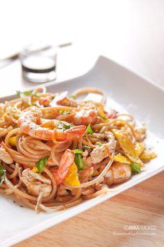 Pad Thai: my version of the Thai national dish Thai Recipes, Fish Recipes, Seafood Recipes, Asian Recipes, Chicken Recipes, Healthy Recipes, Marijuana Recipes, National Dish, Thai Dishes