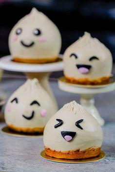 Small Desserts, Cute Desserts, Asian Desserts, Moist Vanilla Cupcakes, Vanilla Buttercream, Mini Cakes, Cupcake Cakes, Penguin Cupcakes, Pig Birthday Cakes