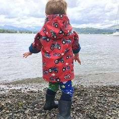 """•MisHatch Legs• Theo wore his birthday leggings today for a early birthday celebratory day out with family and friends! We've named them """"MisHatch"""" 🤗 What do you think? • • • #hatch #littlehatchpatch #littleexplorer #growingup #leggings #mishatch #mismatch #contrasting #blueandgreen #lakedistrict #lakedistrictnationalpark #unesco #windermere #lakewindermere #thatview"""