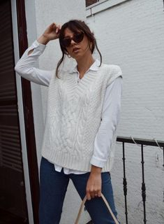 White Vest Outfit, Sweater Vest Outfit, Outfit Look, Casual Hijab Outfit, Sweater Vests, Vest Outfits For Women, Clothes For Women, Fall Vest, Knit Vest Pattern