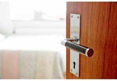 Dörrhandtag 383, 384 Bauhaus, Boy Room, Bathroom Hooks, Scandinavian, Door Handles, Retro Vintage, Mid Century, Doors, Home Decor