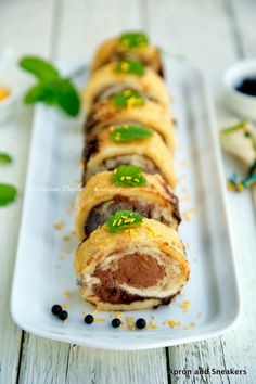 ... & Traveling in Italy and Beyond: Mint & Chocolate Ice Cream Roulade