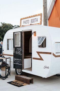 Pop Up Camper Trailer, Tiny Camper, Vintage Campers Trailers, Camper Trailers, Mobile Boutique, Mobile Shop, Photo Booth Business, Mobile Coffee Shop, Vintage Rv