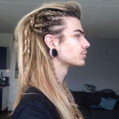 ummm nils kuiper is total festival hair goals Viking Braids, Mens Braids, Braided Hairstyles, Cool Hairstyles, Viking Hairstyles, Hairstyles Haircuts, Drawing Hairstyles, Long Hairstyles For Men, Country Hairstyles