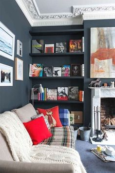 Eclectic Living Room by Martins Camisuli Architects - Home Professional Decoration Dark Living Rooms, Eclectic Living Room, New Living Room, Living Room Decor Blue, Modern Living, Blue Rooms, Blue Walls, White Walls, Alcove Shelving