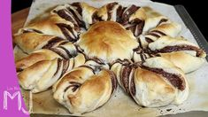 How to make a Nutella Star Bread. Very easy recipes. INGREDIENTS: 3 sheets of Puff Pastry 200 g of Nutella Mil. Nutella Star Bread, Chocolate Flowers, Recipe Steps, Spanakopita, Easy Meals, Cooking, Breakfast, Amazing, Ethnic Recipes