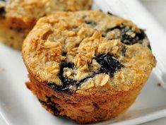 Pour ceux qui suivent un régime sans gluten, et qui aiment les bons gâteaux sans farine, nous vous présentons des muffins aux flocons d'avoine et myrtilles. Cake Factory, Ww Desserts, Breakfast Muffins, Blueberry Oatmeal Muffins, Healthy Muffins, Muffin Recipes, Bakery, Healthy Recipes, Healthy Breakfast Recipes