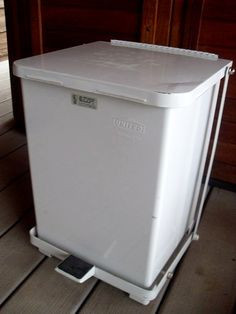 Vintage White Enamel Industrial Trash Recycle Garbage Can with Automatic Foot Lift and Liner...i think Martha would be jeolous.