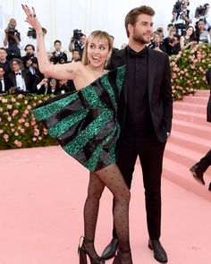 Miley Cyrus Photos - Miley Cyrus and Liam Hemsworth attend The 2019 Met Gala Celebrating Camp: Notes on Fashion at Metropolitan Museum of Art on May 2019 in New York City. - The 2019 Met Gala Celebrating Camp: Notes On Fashion - Arrivals Liam Hemsworth, Ashley Graham, Anna Wintour, Versace, Gala Dresses, Red Carpet Dresses, Christian Siriano, Cara Delevingne, Zendaya