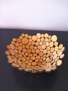 Craft a bowl of wood slices (+ work description). - Craft a bowl of wood slices (+ work description). You could also make with cork slices - Wood Slice Crafts, Wooden Crafts, Diy And Crafts, Diy Wood Projects, Woodworking Projects, Teds Woodworking, Bois Diy, Wine Cork Crafts, Wood Slices