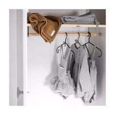 Armarios de locura para este invierno ✏️ La espiga gris en todas sus versiones estará disponible de nuevo en unas semanas #quelocura #hanvolado #proximamente #shoponline #micanesu