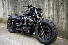 Ugggghhh. Yes Please! HD- Iron 883: Dark Custom