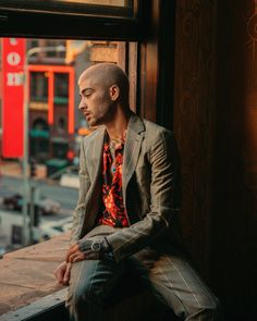 "Stills of the ""Dusk Till Dawn"" music video. Zayn Malik Photoshoot, Zayn Malik Pics, Zayn Malik Style, Zany Malik, Poses For Men, Aesthetic Vintage, Aesthetic Black, Man Photo, Bad Boys"