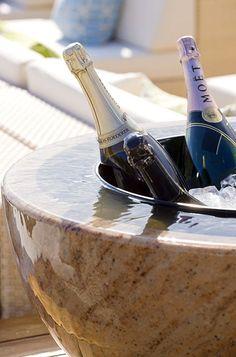 Eleganter Champagnerkübel aus Shivakashi Granit