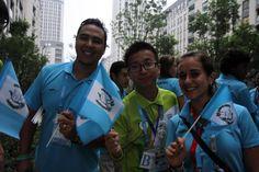 El entrenandor Juan Pablo Monterroso y Gabriela Matus la joven embajadora dicen adios a Nanjing.