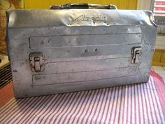 Vintage boite a lunch en aluminium aladdin année 1960 de la boutique NorDass sur Etsy