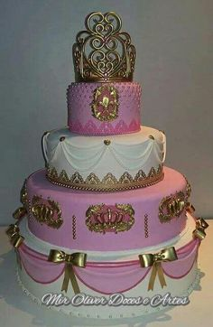 Princesa bolo biscuit Girly Cakes, Cute Cakes, Pretty Cakes, Beautiful Cake Designs, Beautiful Cakes, Bolo Paris, Bolo Fack, 15th Birthday Cakes, Prince Cake