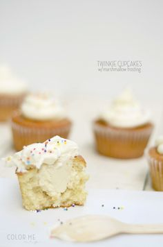 twinkie cupcakes & marshmallow cream frosting