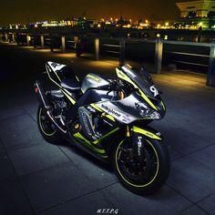 #zx10r #kawasaki #2005 #typeC #ninja #supersports #motorcycles #moto #sbk Kawasaki 250, Kawasaki Ninja, Kawasaki Motorcycles, Cars And Motorcycles, Kawasaki Zx10r, Zx 10r, Super Bikes, Super Sport, Cbr