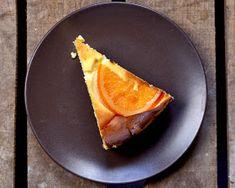 Każdy sernik to inna historia, a dzisiejsza będzie o serniku z mlekiem z puszki i kandyzowaną pomarańczą. Pomarańcza nie jest konieczna do ...