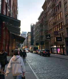 New York Life, Nyc Life, City Aesthetic, Travel Aesthetic, Aesthetic Girl, Living In London, City Vibe, Concrete Jungle, Teenage Dream