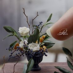 ROSY(@RosyanneG)さん | Twitter Miniature Plants, Miniature Dolls, Clay Miniatures, Dollhouse Miniatures, Mini Plants, Mini Things, Craft Shop, Miniture Things, Planting Flowers