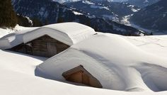 Record snowfall in many swiss places.     Verschneits Mäiesss im Bündner Prättigau