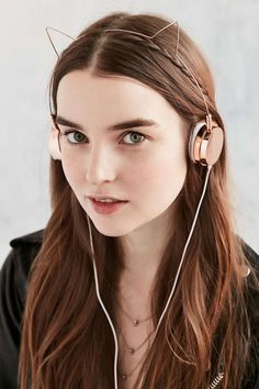 Cute CAT Ear Headphones Headphone From Stylish Designer Skinnydip gold / brass Phone Accesories, Tech Accessories, Cat Headphones, Bluetooth Headphones, Pretty Roses, Mode Inspiration, Girly Things, Urban Outfitters, Hoop Earrings