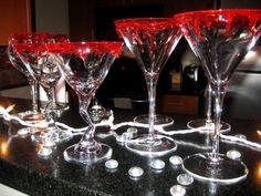 martinigläser mit blutigem rand-halloween-vampir party deko-dramatisch