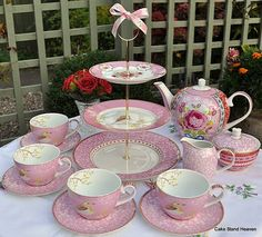 The sweetest little tea set I ever saw.