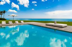 Designed and built in 2010 for Céline Dion and her family, this irreplaceable property is a luxurious Bahamian-inspired estate on Florida's exclusive Jupiter Island. A stellar private estate embraced by...
