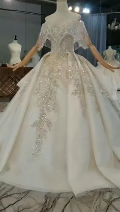 Queen Wedding Dress, Wedding Dress Cake, Couture Wedding Gowns, Luxury Wedding Dress, Bridal Gowns, Unusual Wedding Dresses, Big Wedding Dresses, Princess Wedding Dresses, Red Ball Gowns