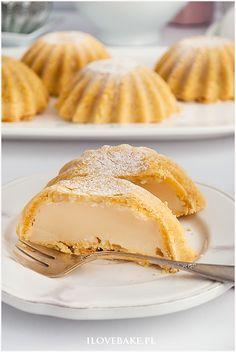 kruche babeczki z budyniem Polish Recipes, Mini Desserts, Mini Cakes, Cake Cookies, Baked Goods, Food Porn, Food And Drink, Tasty, Baking